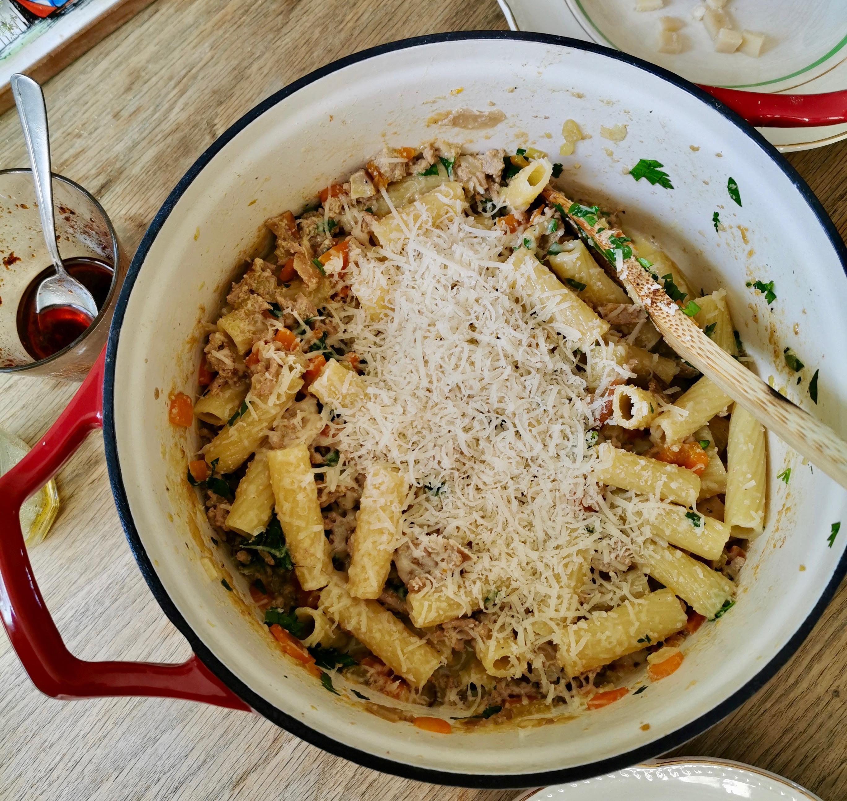 Hvid bolognese med chili og hvidløgsolie.