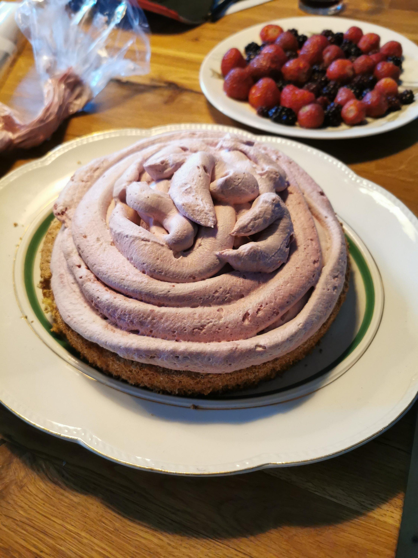 christianshavnertærte opskrift med mousse, nøddebund og bær