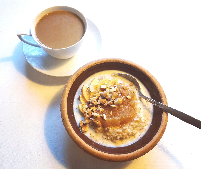 havregrød med æblemos og mandler, bloggermorgenmad